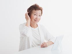「歳のせい」と諦めないで。60歳からの薄毛治療