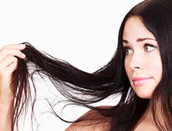 急に髪が減るのは病気の前触れ?脱毛を引き起こす病気とは